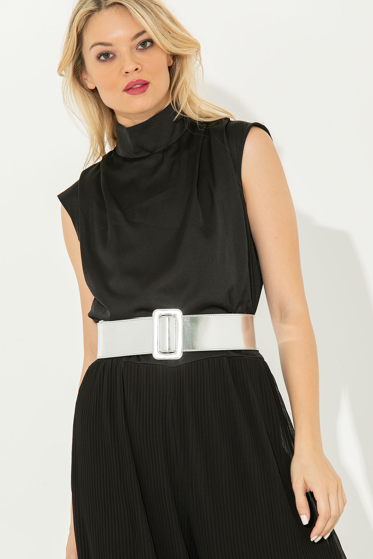 BLACK SLEEVELESS JUMPSUIT WITH PLEATED TROUSERS