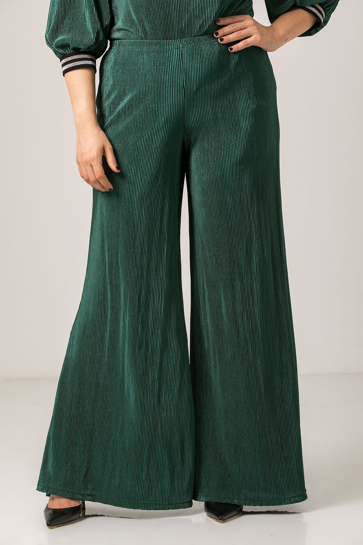 GREEN PLEATED WIDE LEG TROUSERS