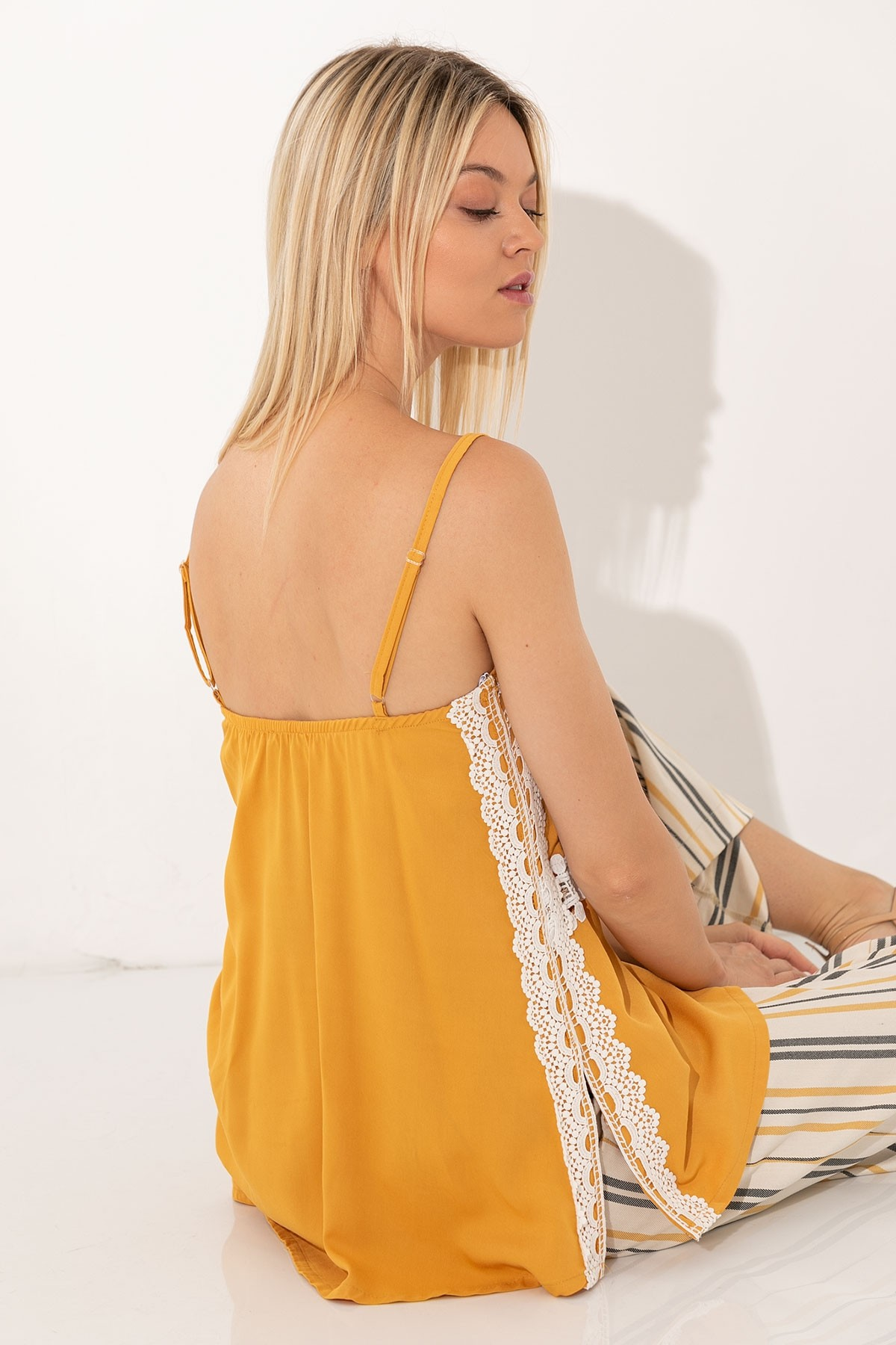 OCHER TOP WITH LACE