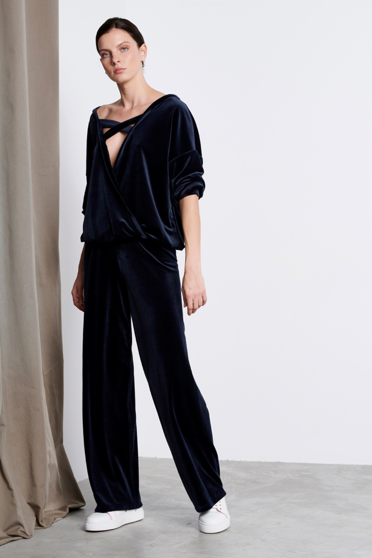 NAVY BLUE VELVET WIDE LEG TROUSERS