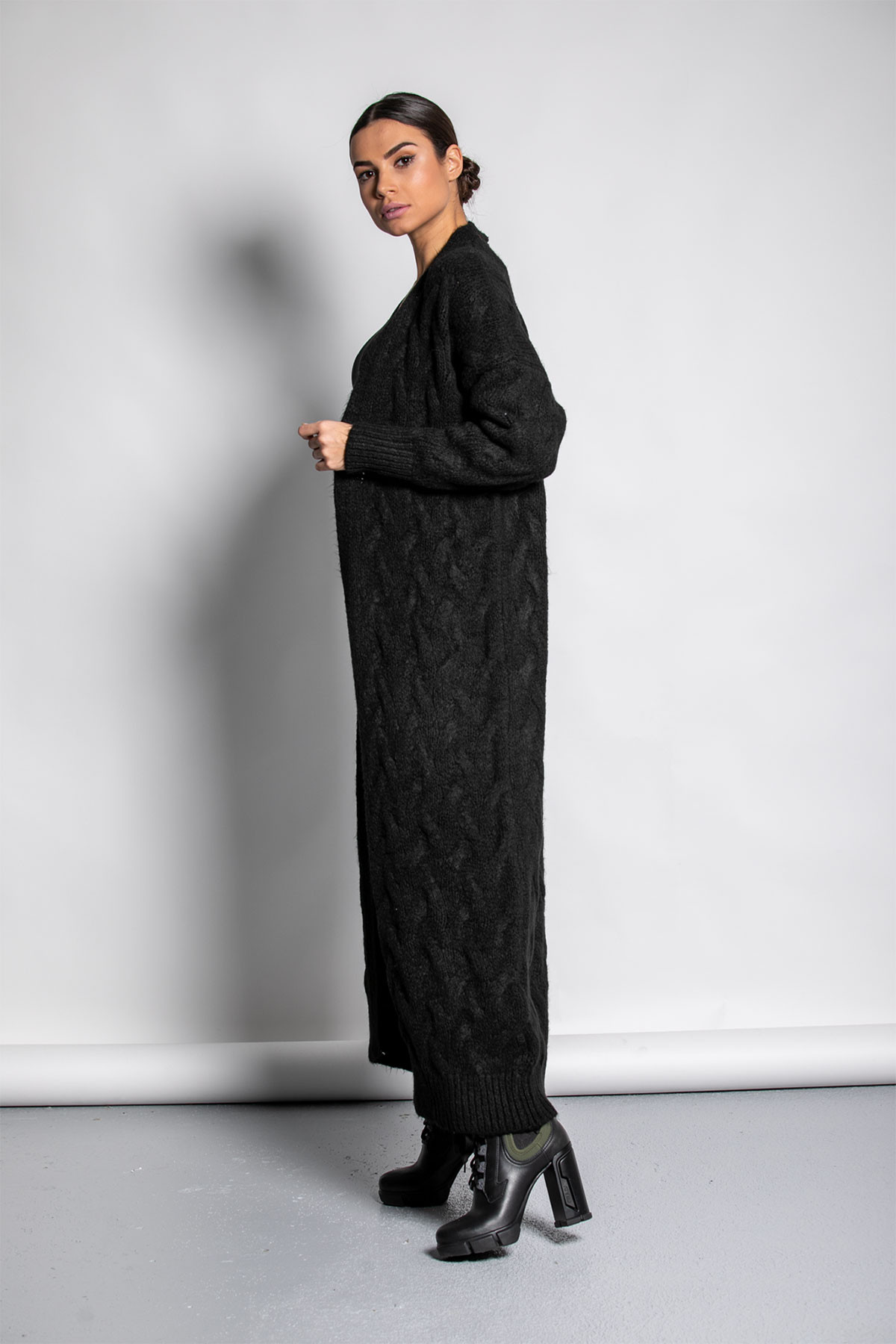 BLACK LONG CABLE CARDIGAN
