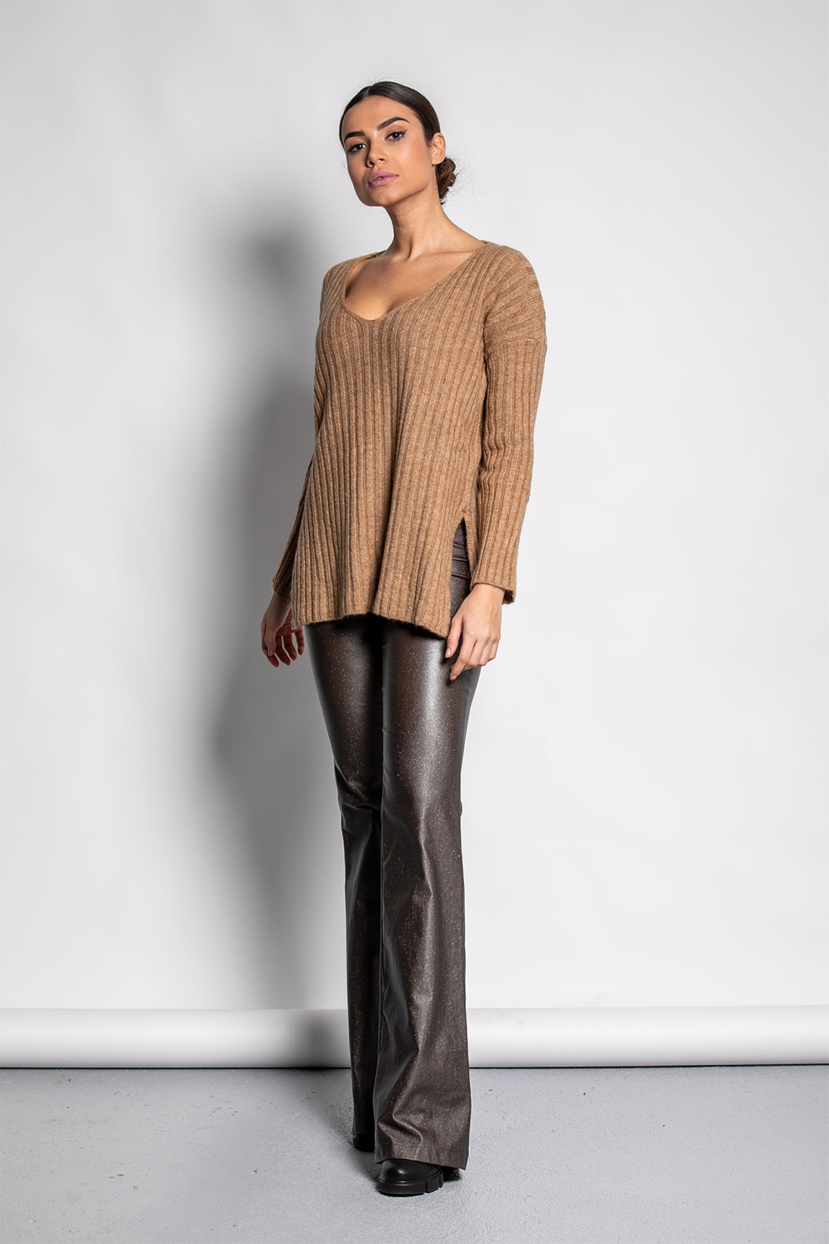 LONG WIDE RIBBED KNIT BLOUSE