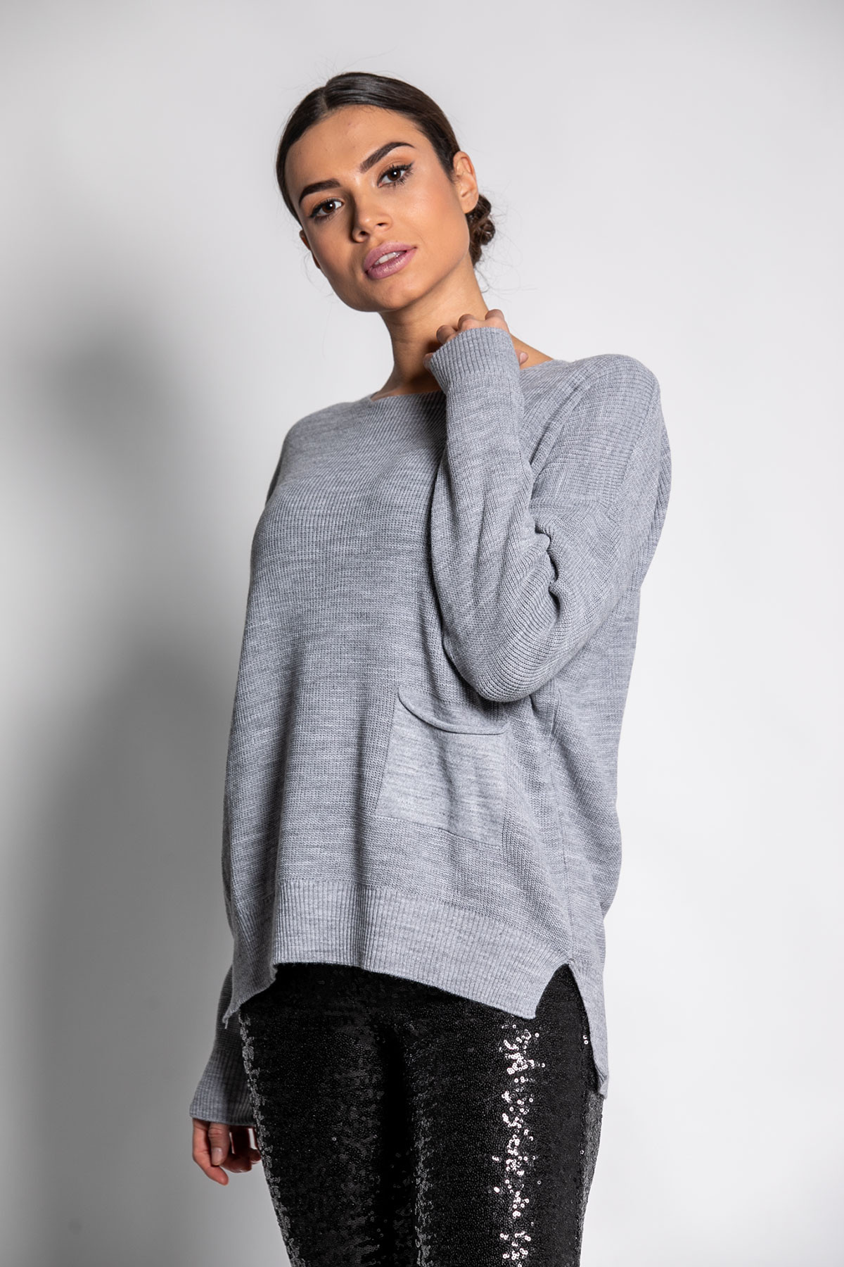GRAY BASIC KNIT TOP WITH POCKET