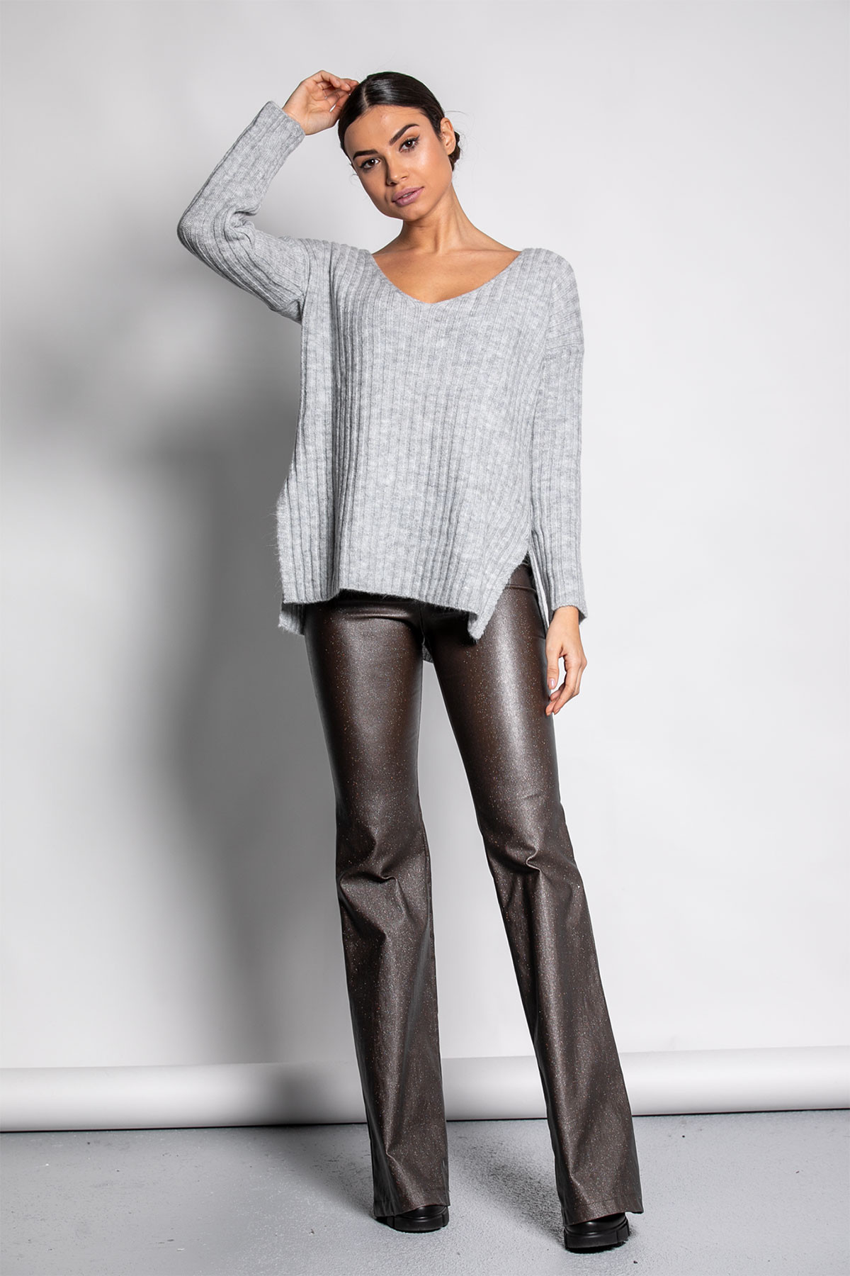 GRAY WIDE RIBBED KNIT BLOUSE