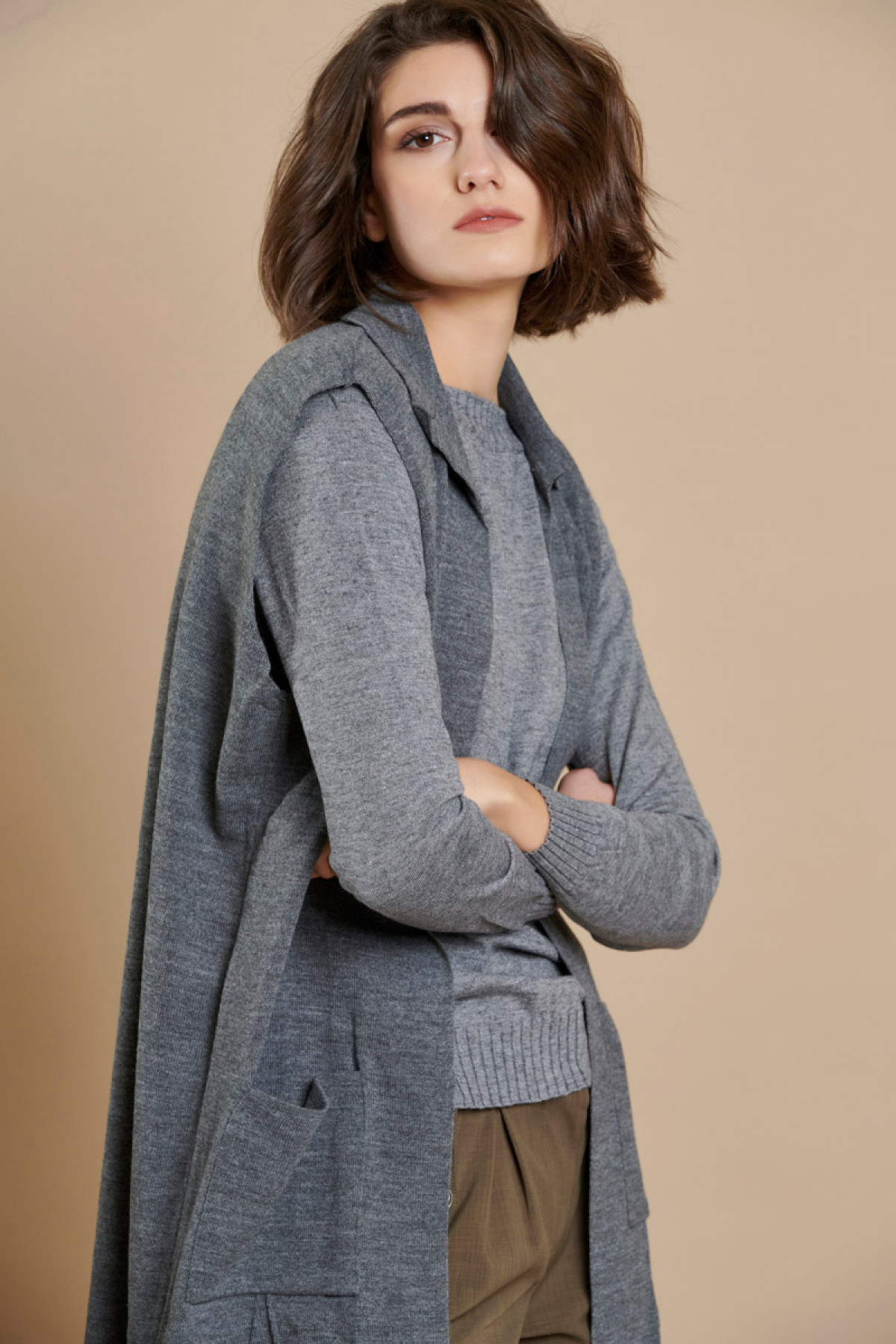 LONG SLEEVELESS KNIT CARDIGAN GRAY