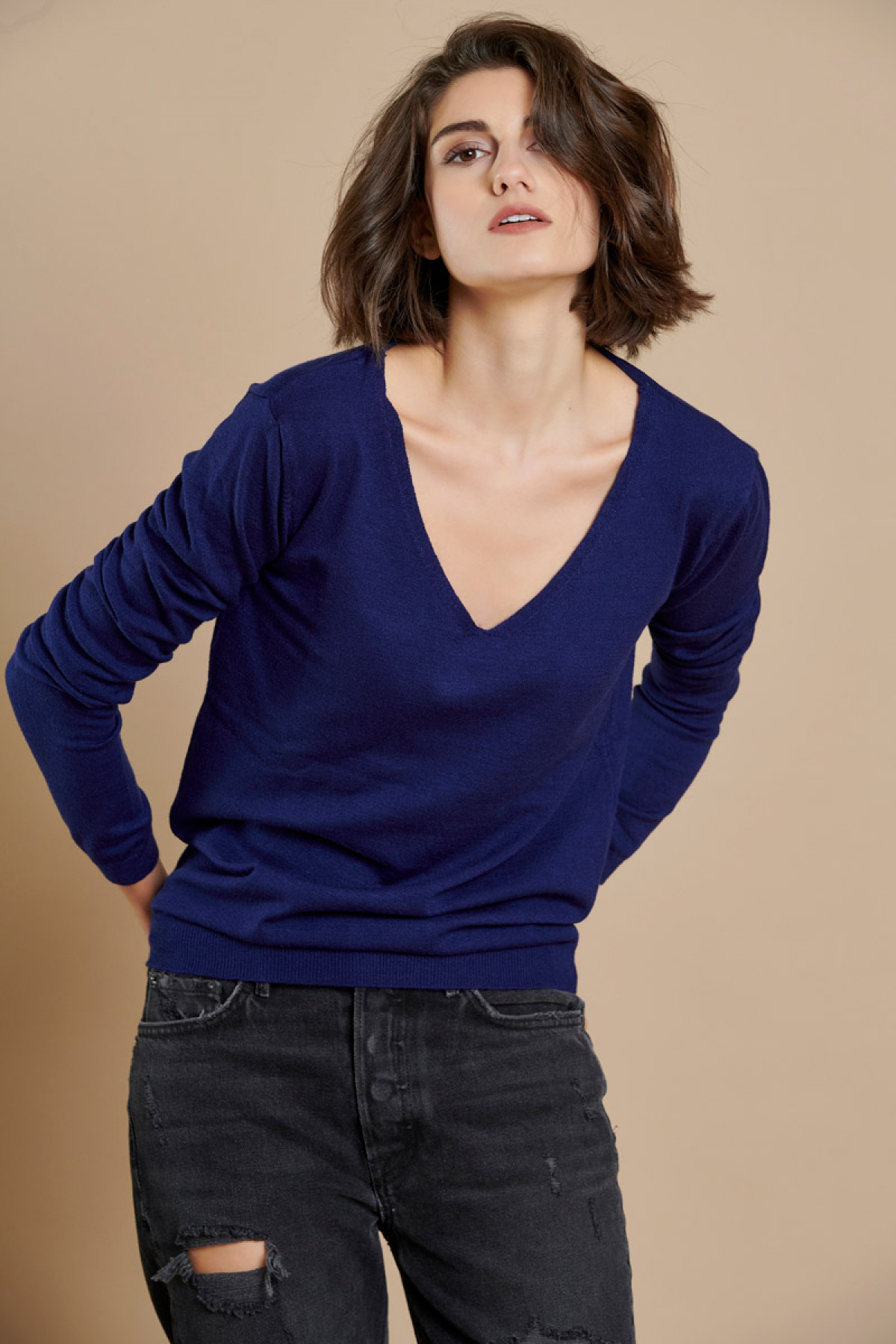 NAVY BLUE BASIC V NECK KNIT SWEATER