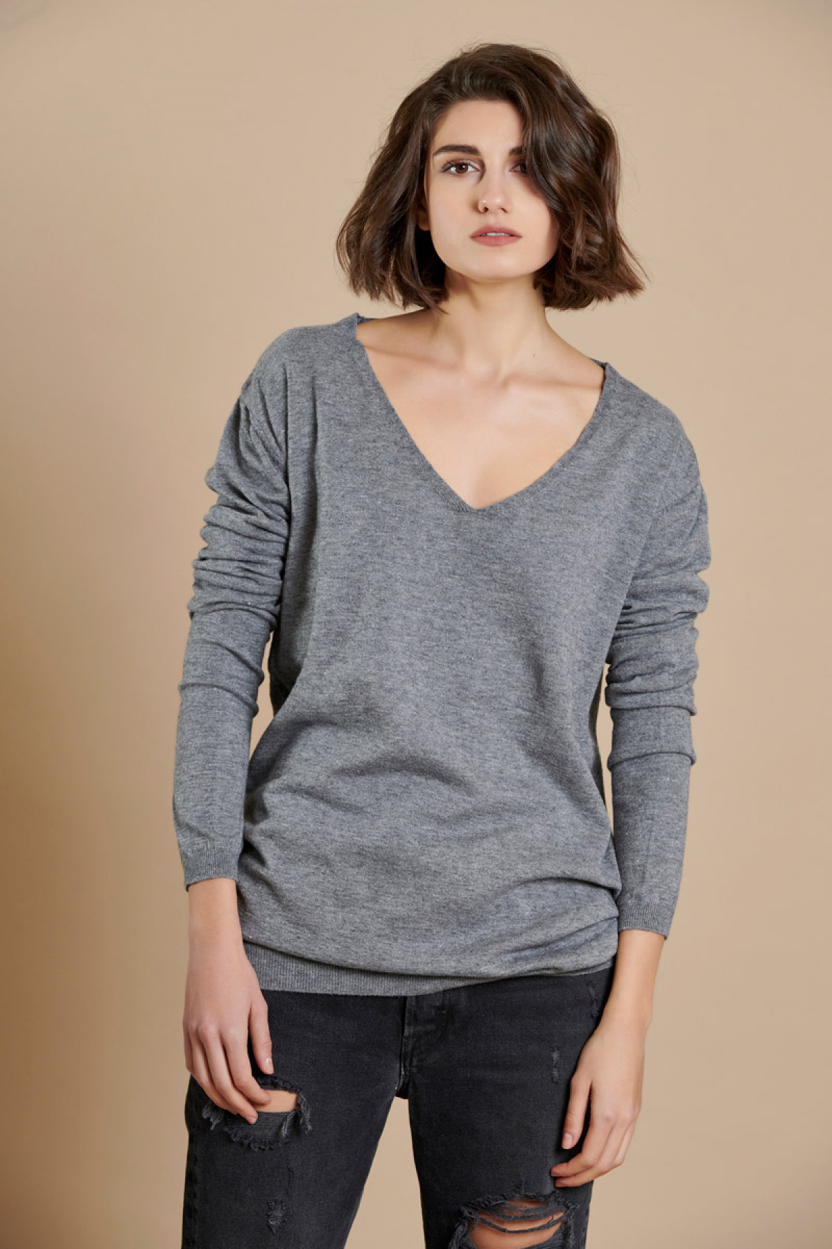 GRAY BASIC V NECK KNIT SWEATER