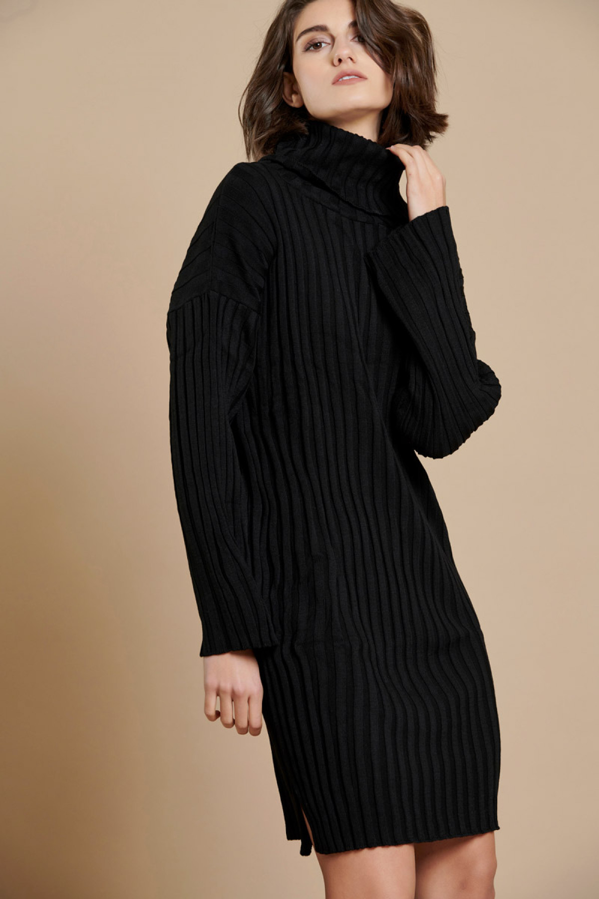 RIBBED TURTLENECK KNIT DRESS BLACK