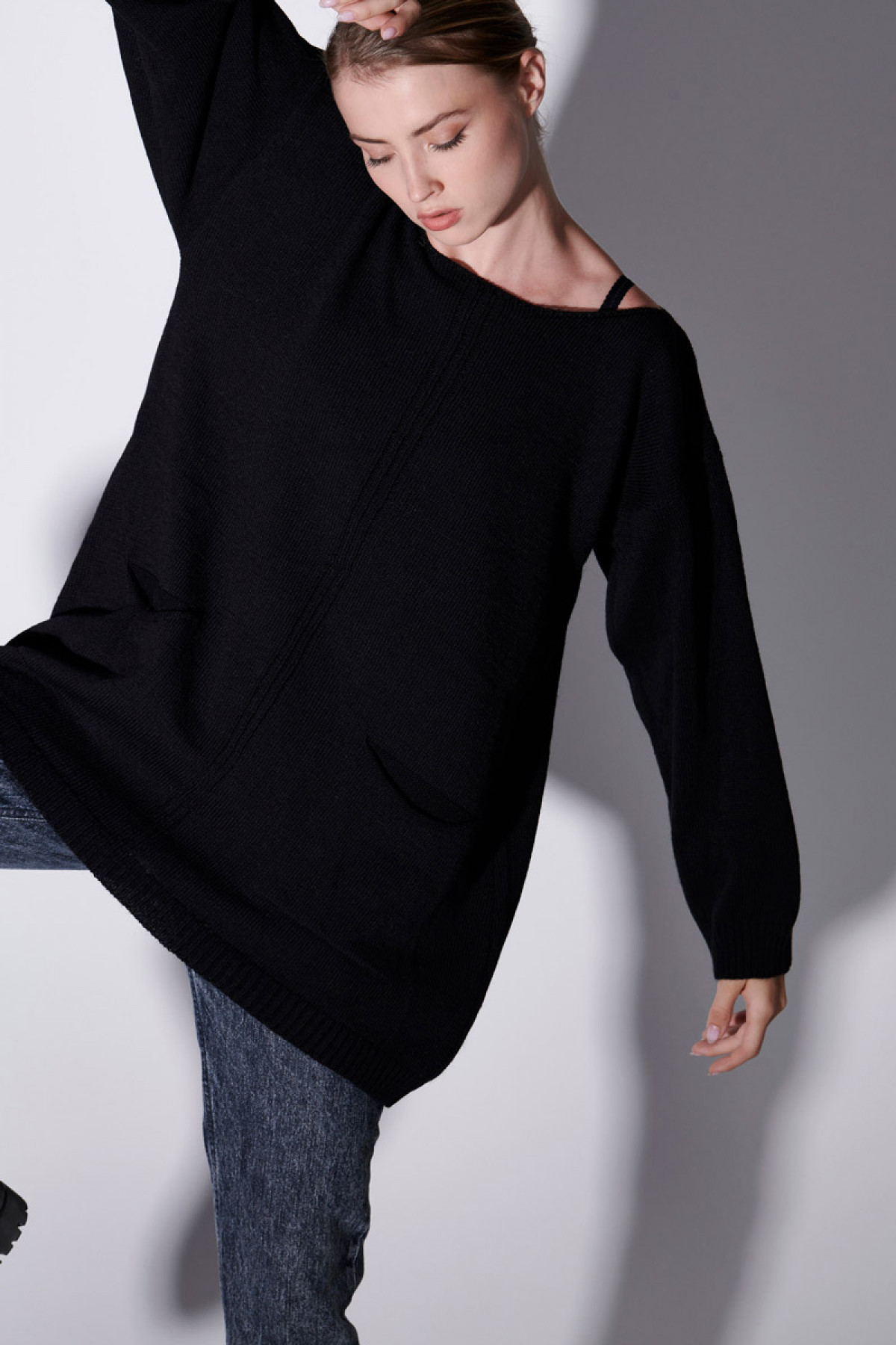 WOOL SWEATER WITH POCKETS IN BLACK