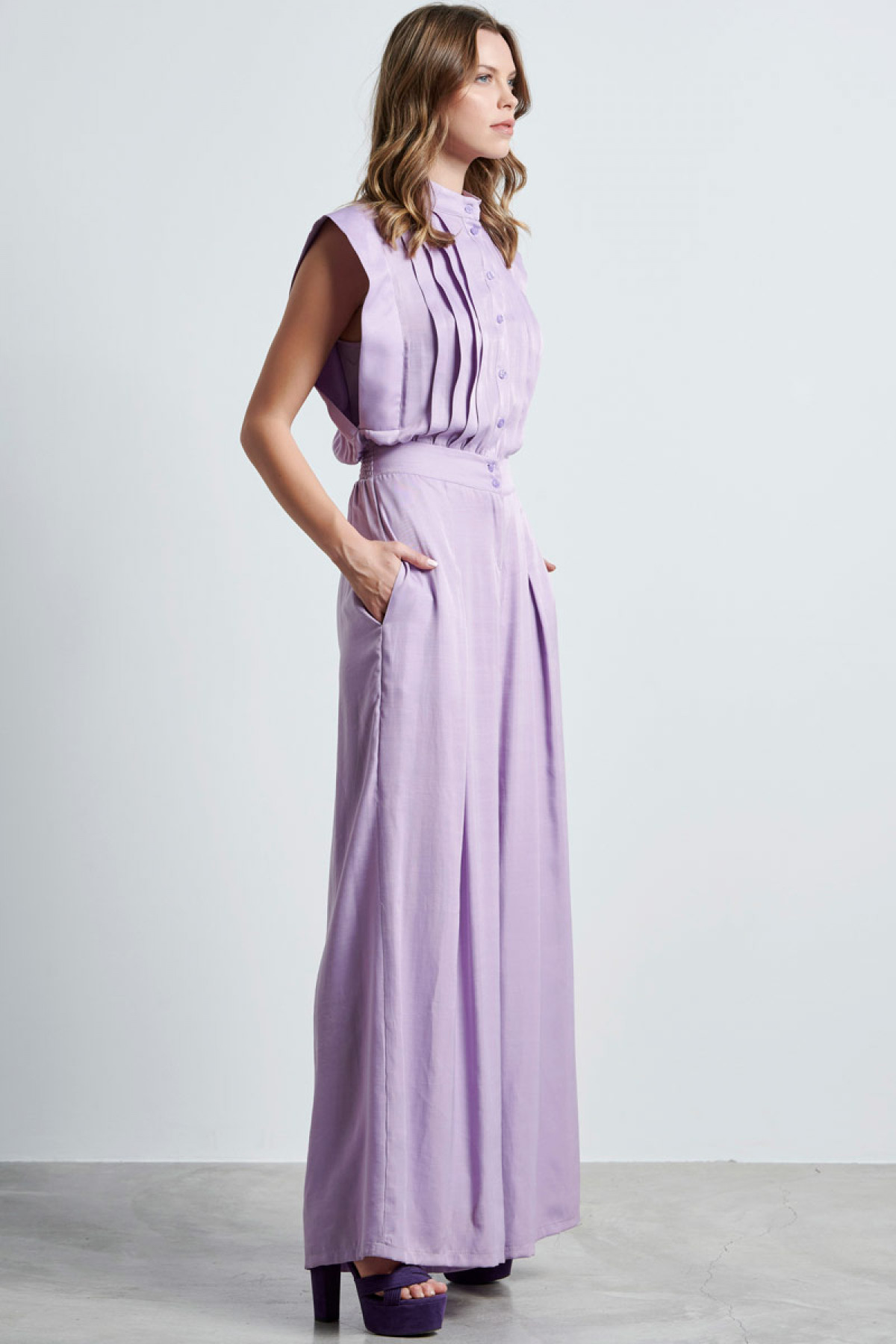 SLEEVELESS JUMPSUIT IN LAVENDER