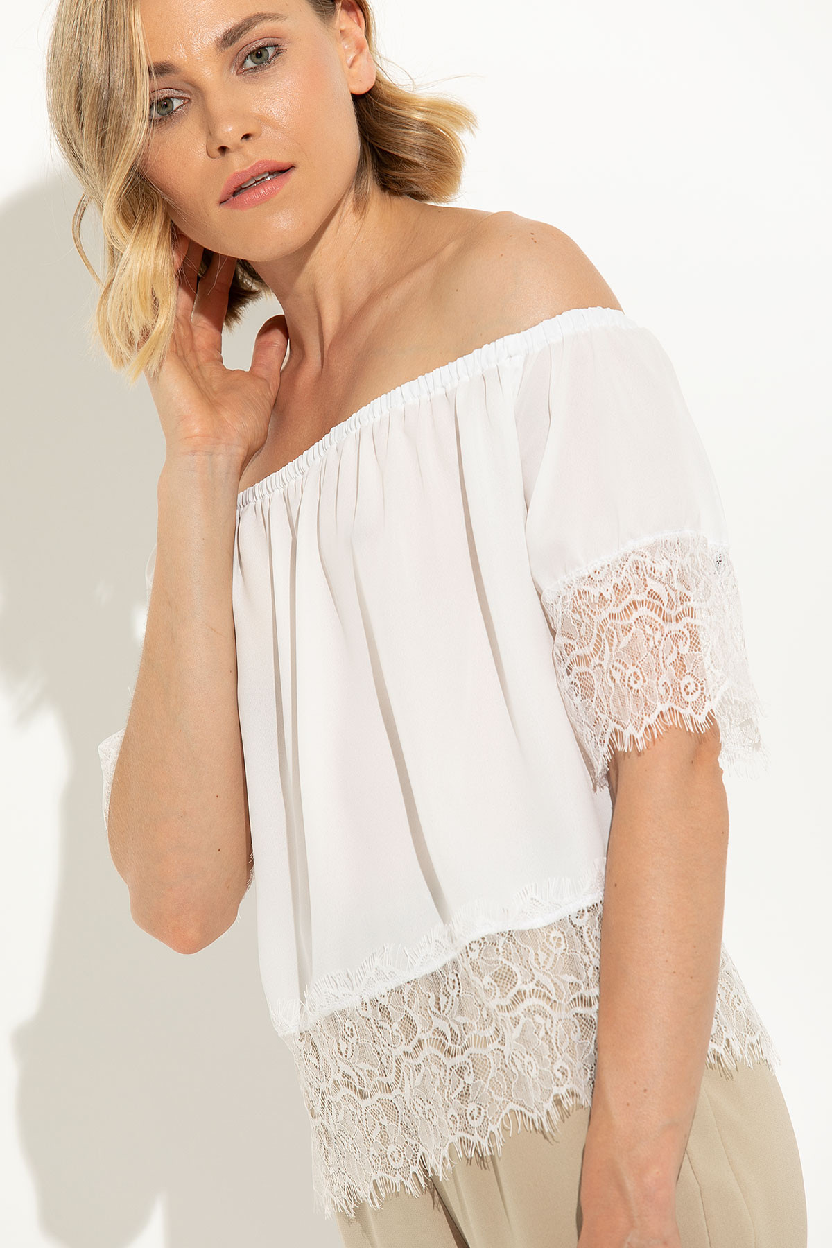 WHITE OFF SHOULDER TOP WITH LACE